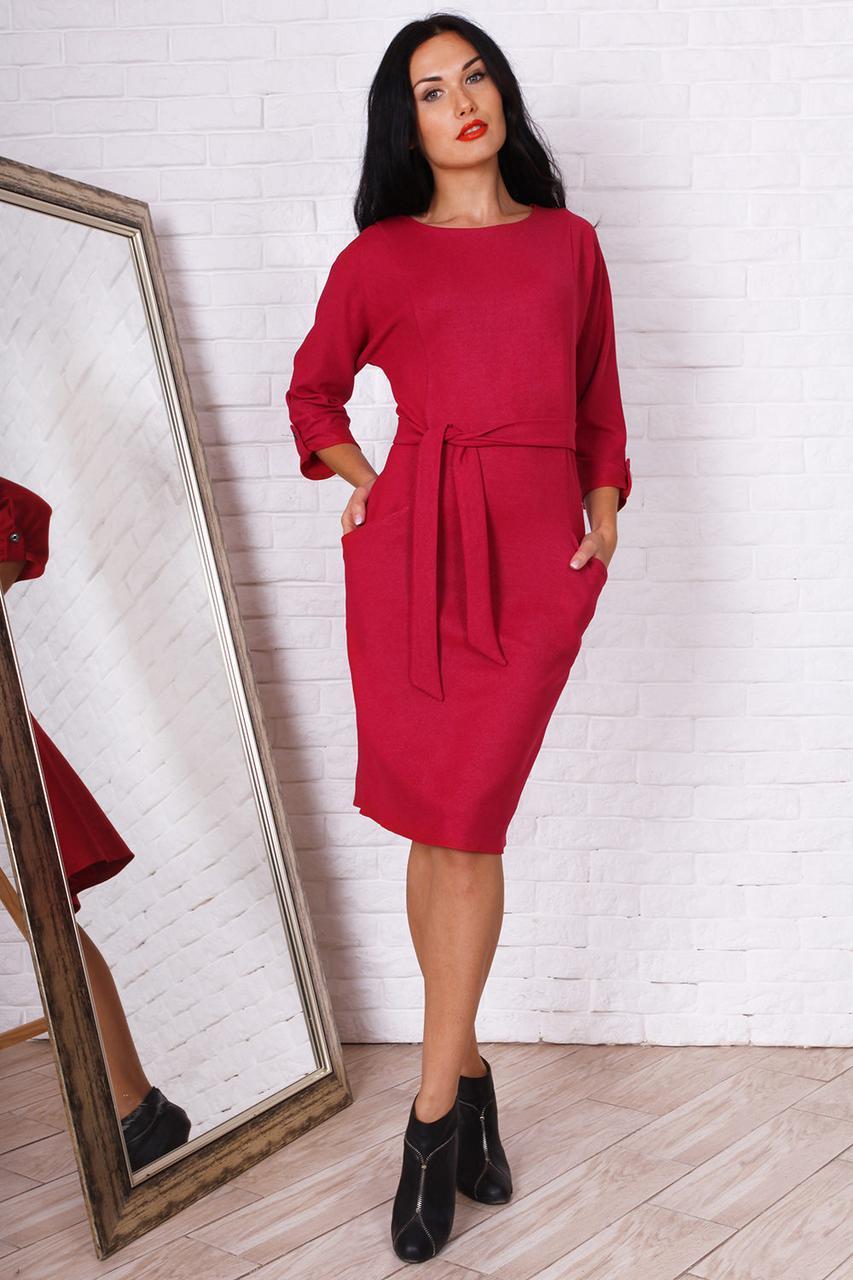 Женское платье насыщенного красивого цвета