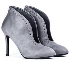 Ботильоны серого цвета на шпильке с острым носком