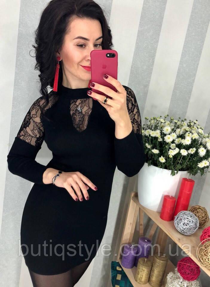 Стильное трикотажное короткое черное платье туника с кружевом