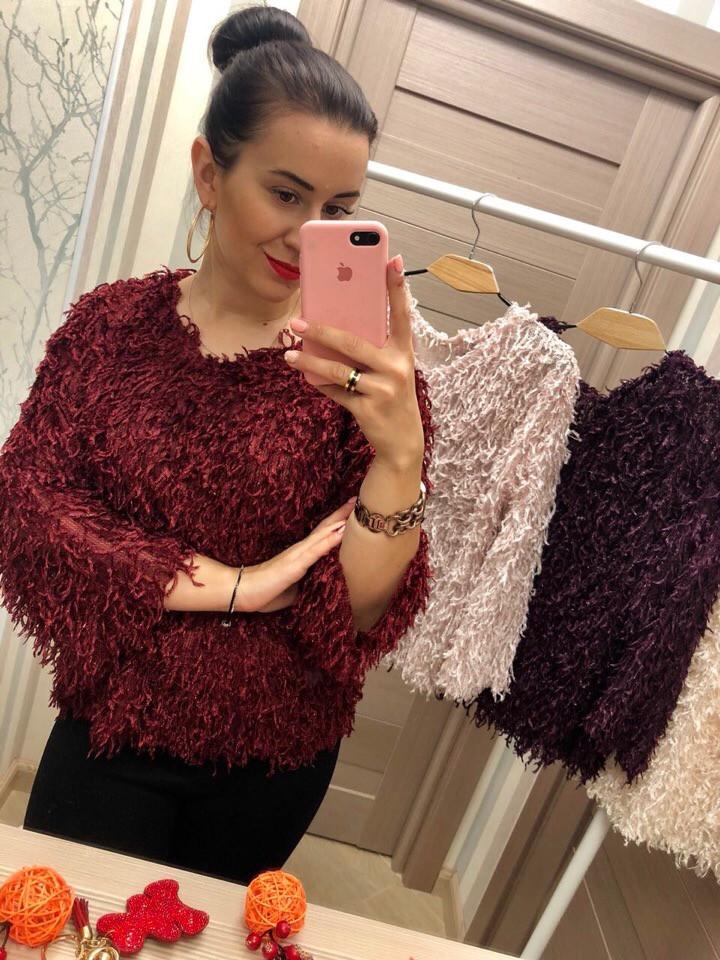 Эффектный красный свитер