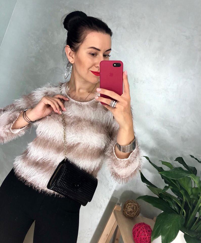 Пушистый полосатый свитер