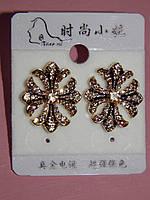 Серьги, стильный крестик в бежевых камнях, золотистый металл, застежка гвоздик 000460