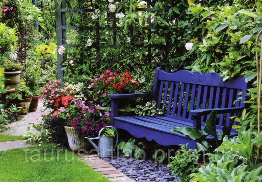 Красивая деревянная лавочка, скамья для сада
