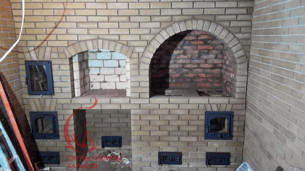 Строительство печного комплекса с отопительно-варочной плитой, хлебной камерой, мангалом, тандыром и каминным очагом из кирпича