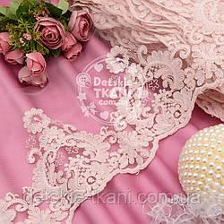 Кружево с кордовой нитью нежно-розового цвета, ширина 20 см.