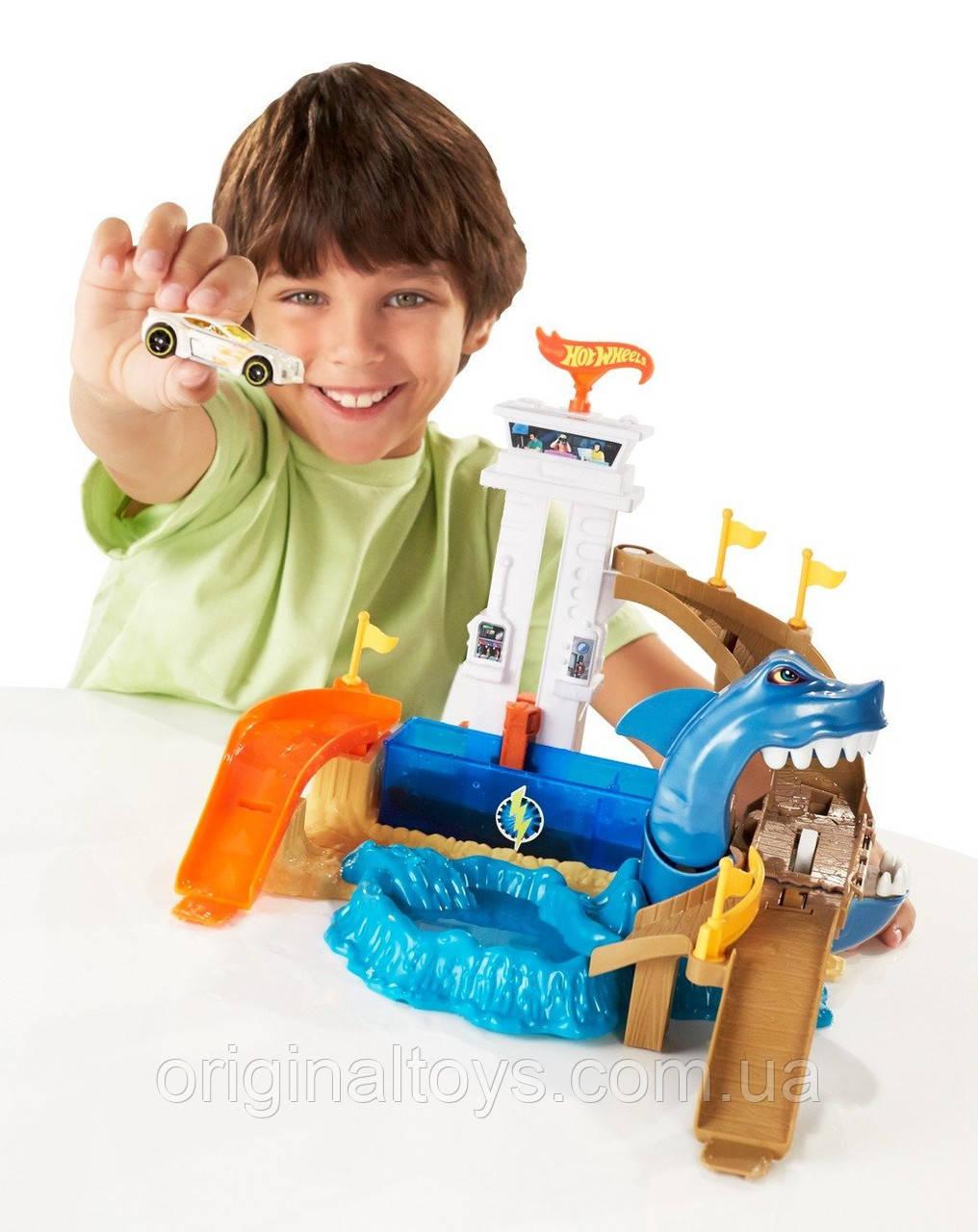 Трек Hot Wheels Охота (атака) на акулу Mattel