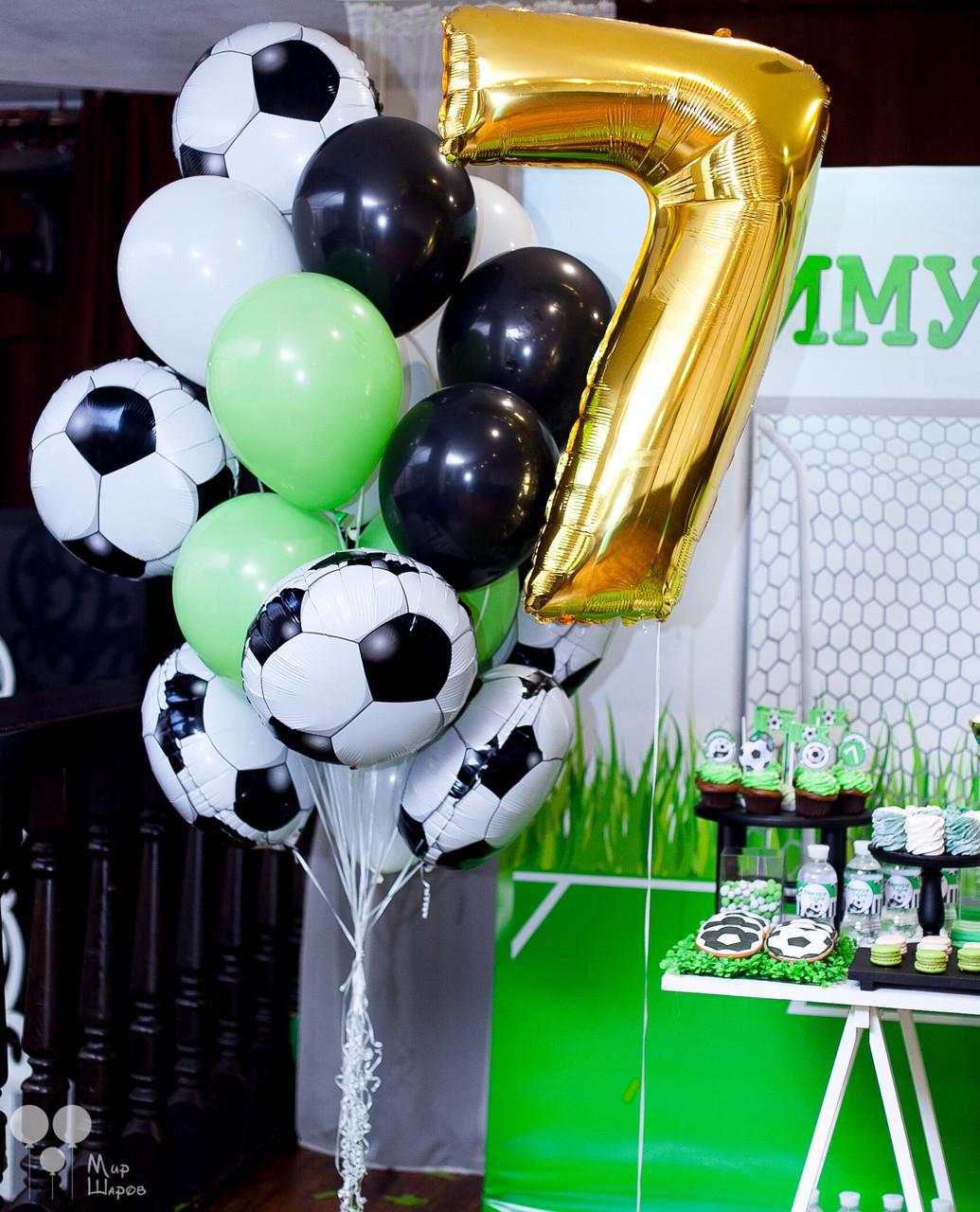 Фонтан гелиевых шаров для настоящего футболиста