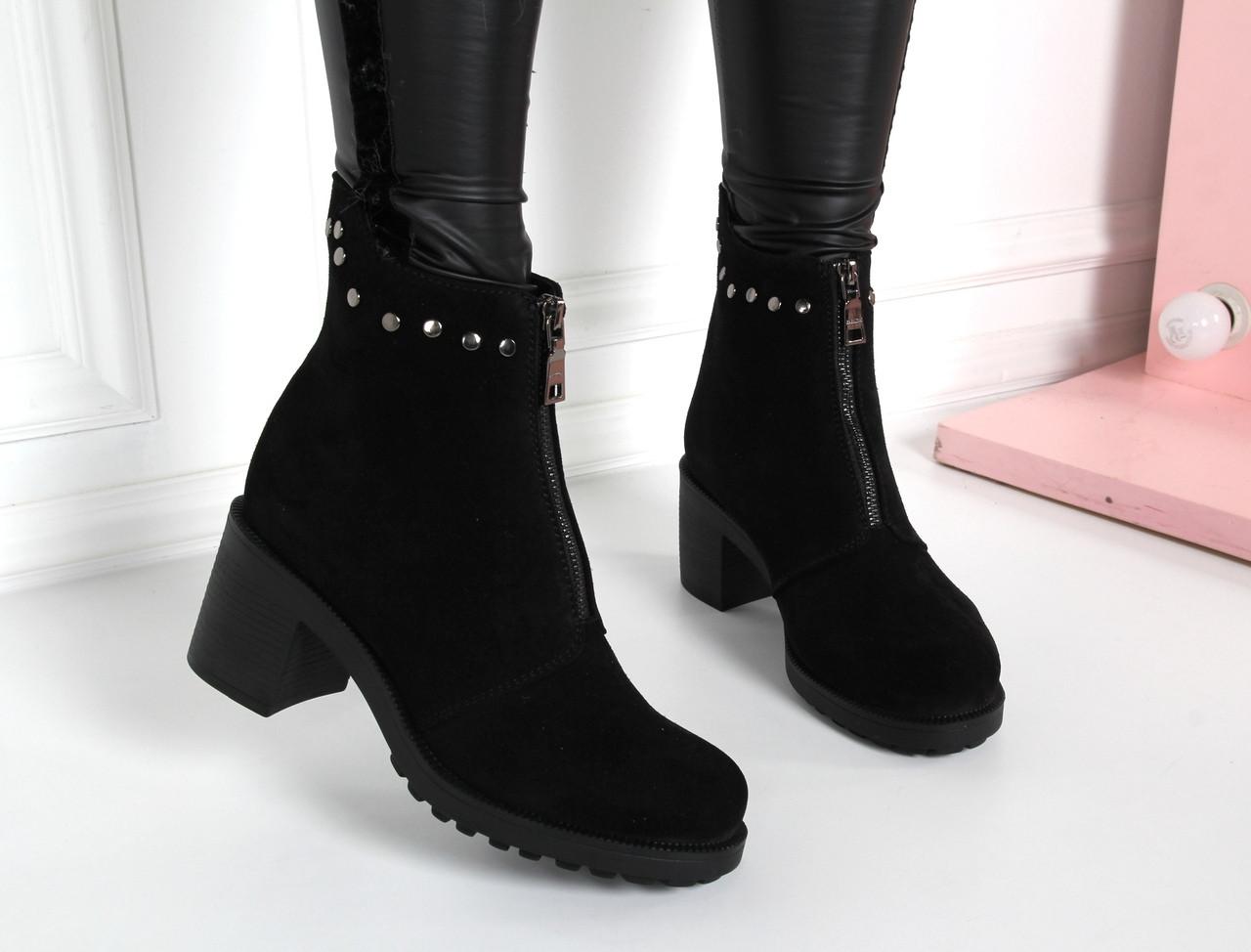 Ботинки на толстом каблуке впереди молния. Натуральный замш