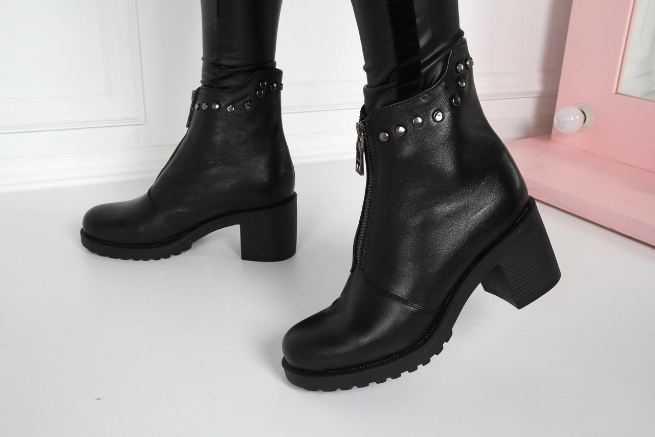 Ботинки на толстом каблуке впереди молния. Натуральная кожа