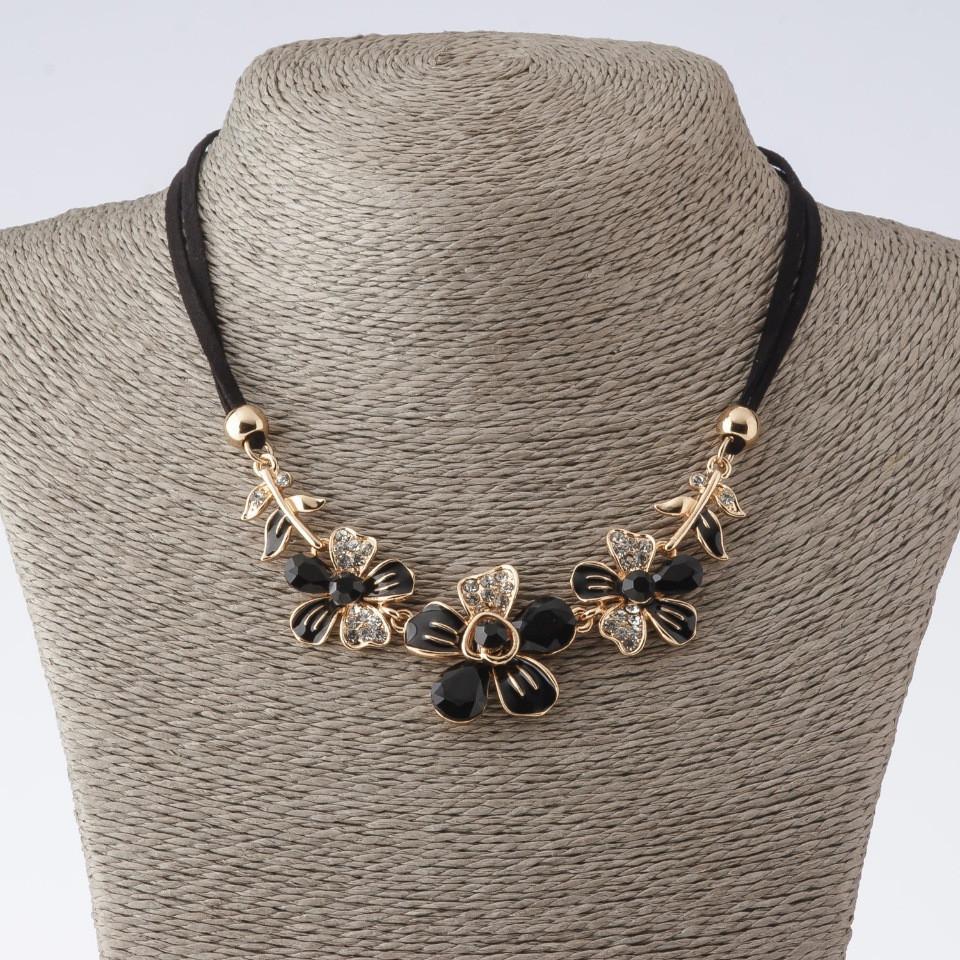 """Колье на шнурах Цветы с черными кристаллами L-42-47см цвет металла """"золото"""""""