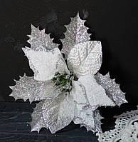 Цветок пуансетии бархатной с люрексом белая