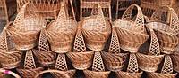 Плетені кошики і лотки - відмінне місце для зберігання речей.
