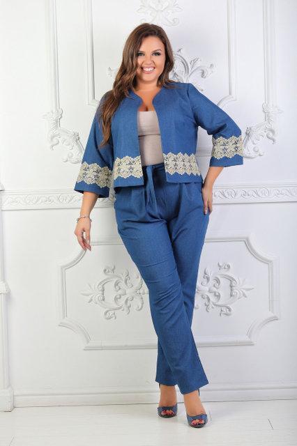 Элегантный джинсовый костюм брюки и жакет украшенный кружевом, батал большие размеры