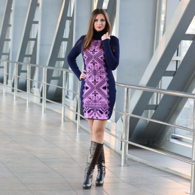 Теплое вязаное платье-вышиванка Ольга с богатым орнаментом. Спинка  однотонная. Длина по спинке 95 см 7cca909f00dfc
