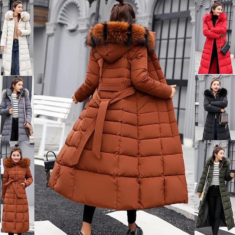 Зимнее женское стёганое пальто ниже колен с поясом и мехом на капюшоне