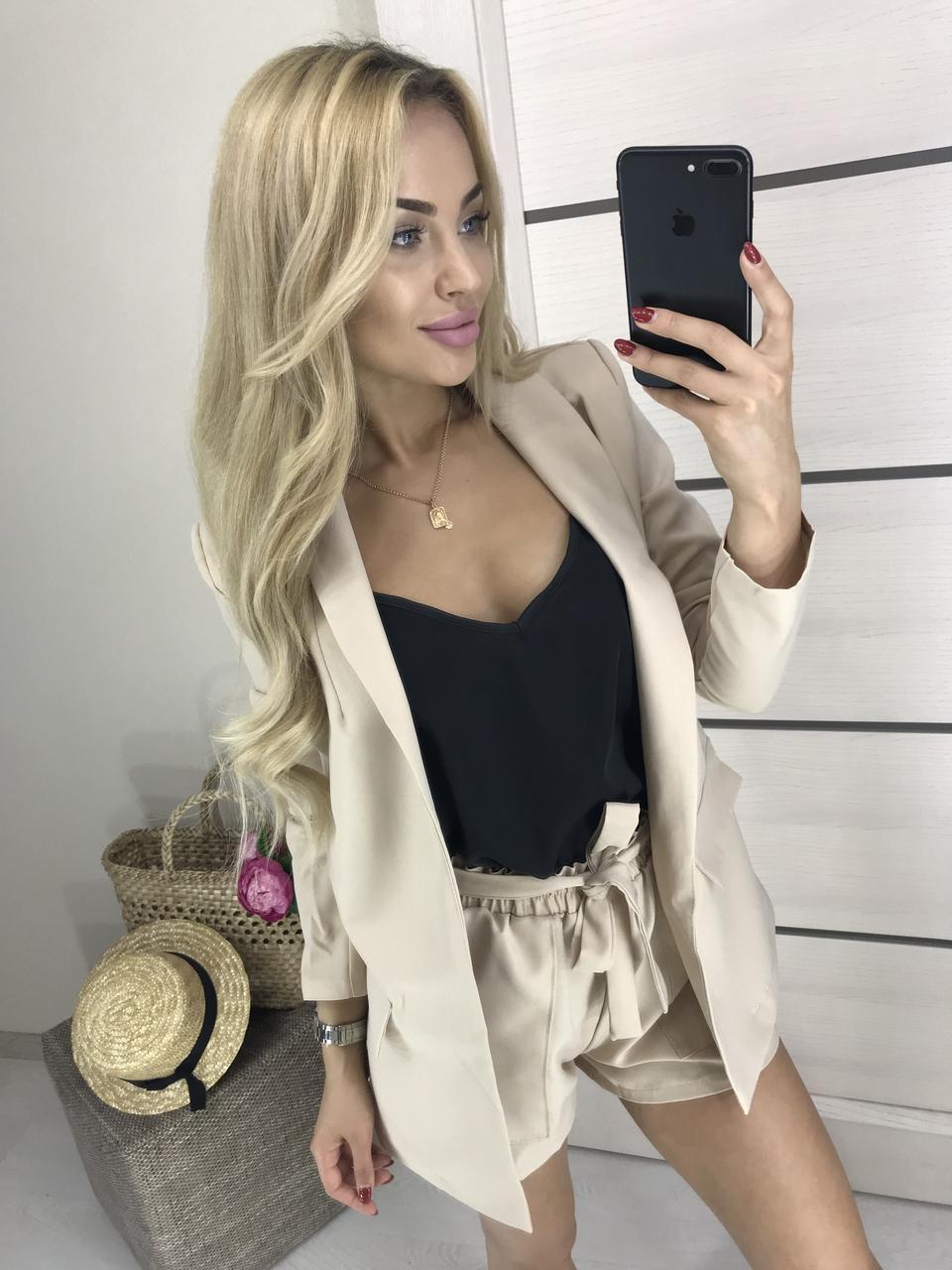 Женский деловой костюм с шортами