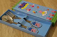 Свинка Пеппа на столовом наборе с гравировкой имени