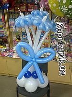 Бело - голубой букет из шаров
