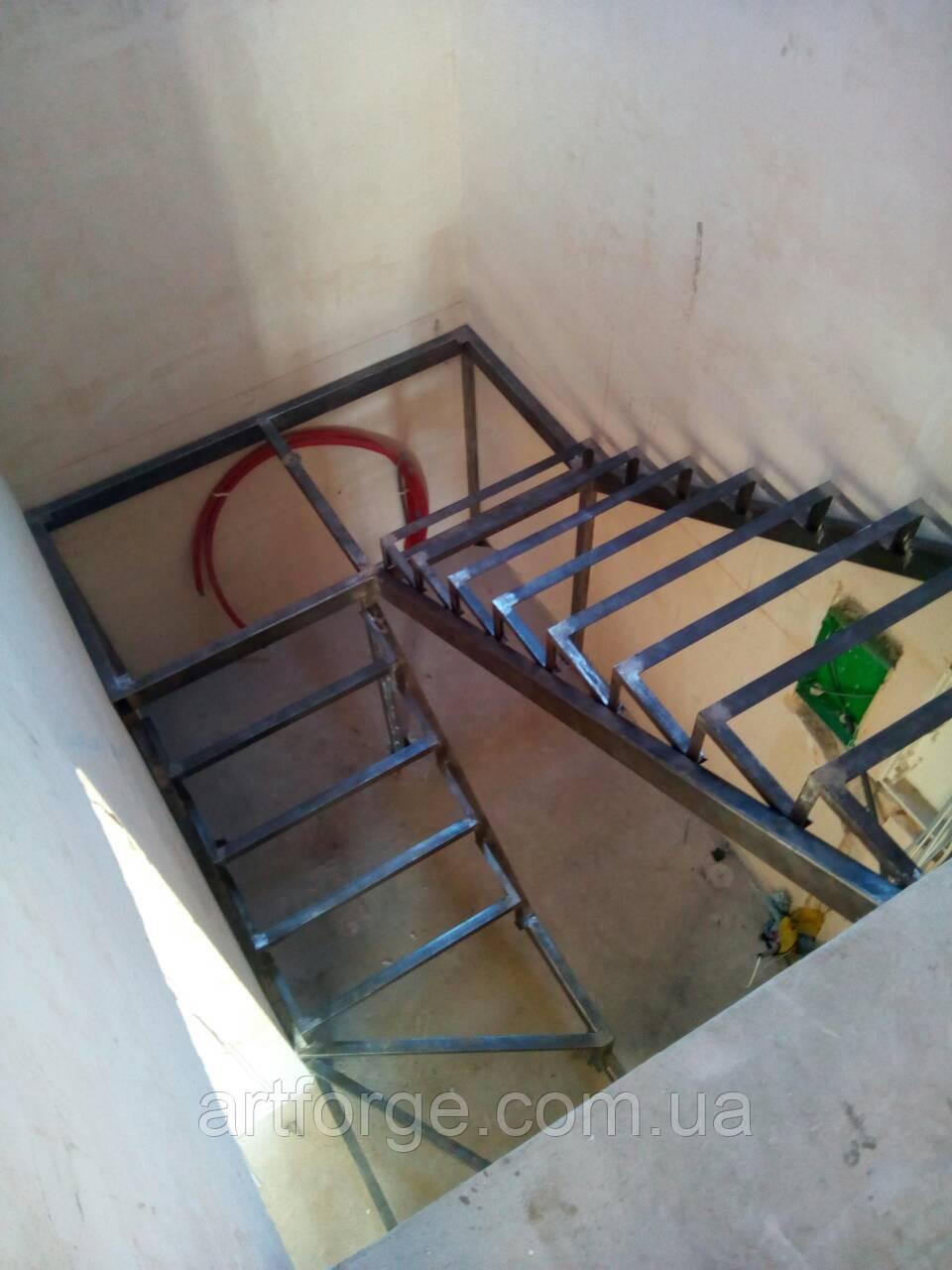 Каркас сходів з розворотом. Металокаркас для сходів