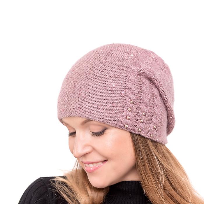 вязаная шапка украшена рисунком и бусинками цвет пудра продажа
