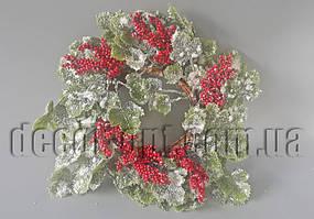 Венок в снегу с красными ягодами 30 см SF171