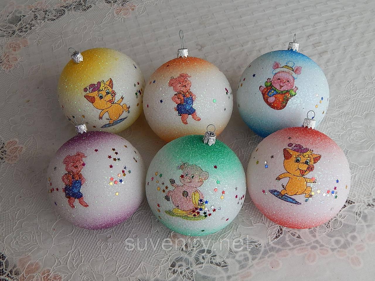 Красивые новогодние шары со свинкой 10см