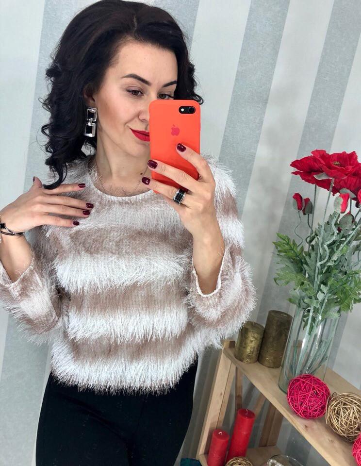 Очаровательный свитер-тренд текущего сезона . Размер единый 42-44. Цвета разные. (157)