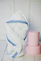 Демисезонный нарядный конверт-одеяло для мальчика с голубым кружевом