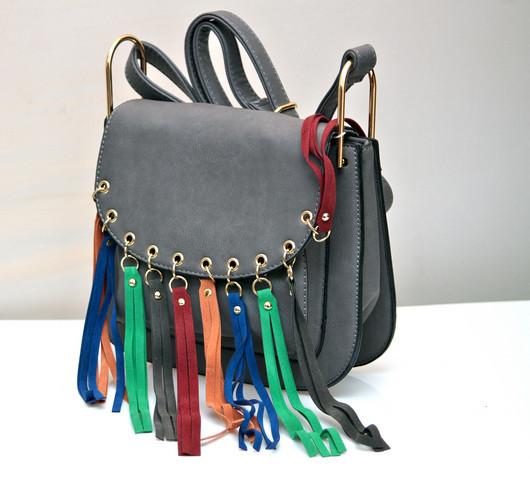 Женская модная стильная сумка серая бахрома разноцветная