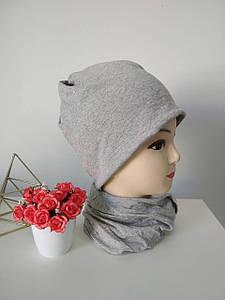 Шапка-снуд женская демисезонная серого цвета