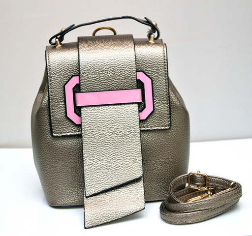 Фото молодежного подросток девочка модный стильный рюкзак бронзовый MQ