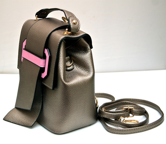 Фото молодежного подросток девочка модный стильный рюкзак бронзовый MQ вид с боку