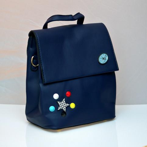 Фото молодежного подросток девочка модный стильный рюкзак синий пчела