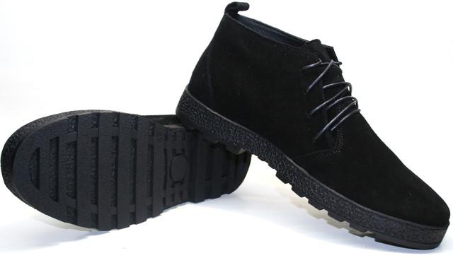 Ботинки смотрятся выразительно когда целиком выглядывают из-под штанов.