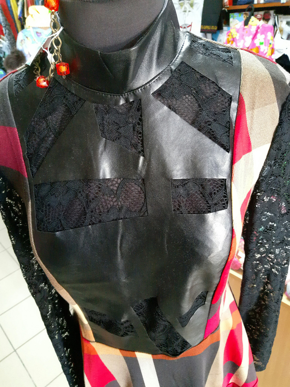 Кружевное женское платье  со вставками эко-кожи р.44-46