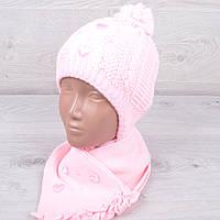 """Комплект (шапка+шарф) зимний детский """"Сердечки"""" с завязками для девочки до 1 года. Разные цвета. Оптом."""