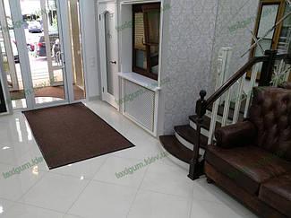 Грязезащитный ворсовый ковер на резиновой основе при входе в помещение 32