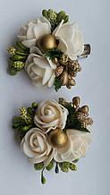 Заколка для волос белые розы с золотыми ягодками