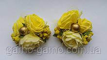 Шпилька для волосся з жовтими трояндами і ягідками жовтий