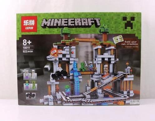 Конструктор Lepin 18011 Minecraft Майнкрафт Шахта 922 детали