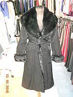 Черное женское непромокаемое  пальто  с большим воротником из меха Solar