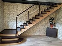 Лестница на деревянных косоурах в частный дом