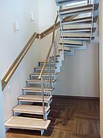 Лестница на металлических косоурах под ключ