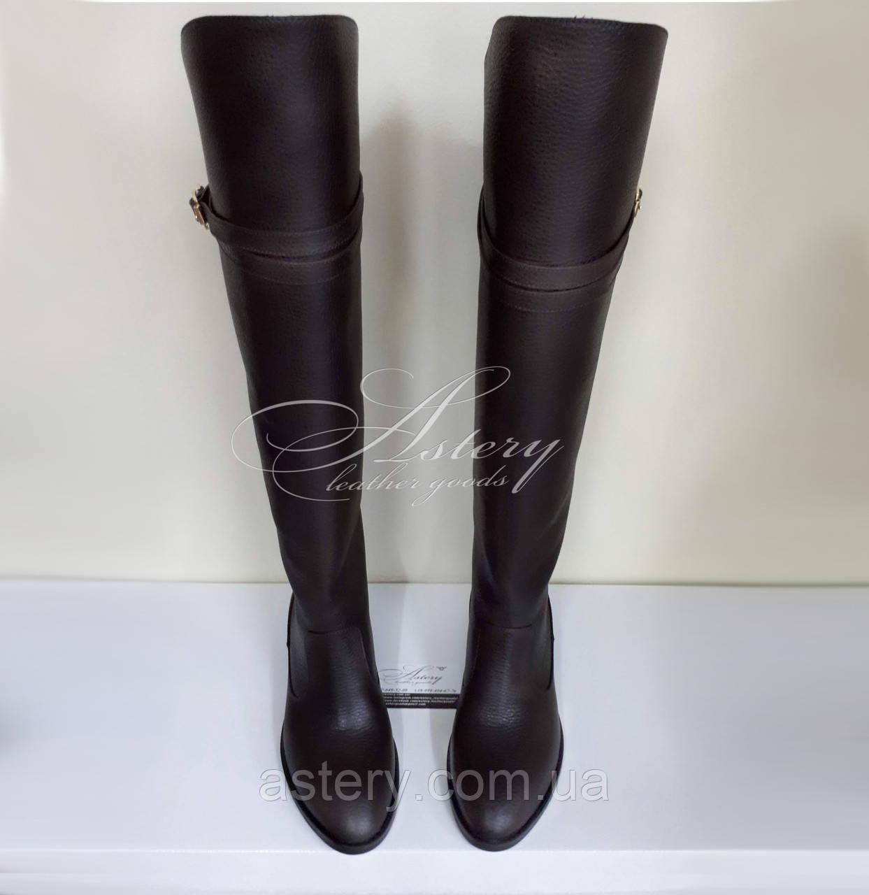 Жіночі коричневі шкіряні ботфорти на низькому ходу