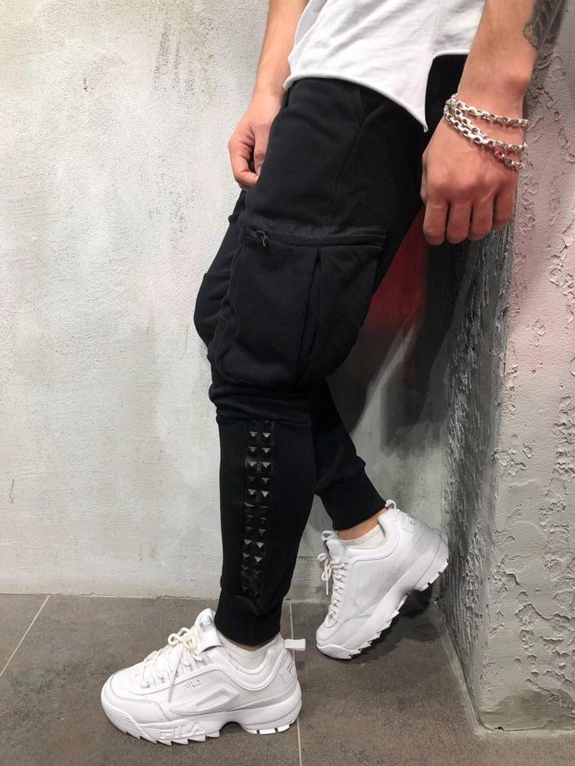 Мужские спортивные штаны с карманами на молнии черные