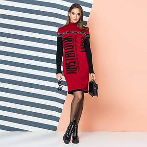 Вишневое вязаное платье с контрастной надписью INSTALOOK