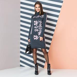 Теплое вязаное платье с розовым орнаментом Ульяна