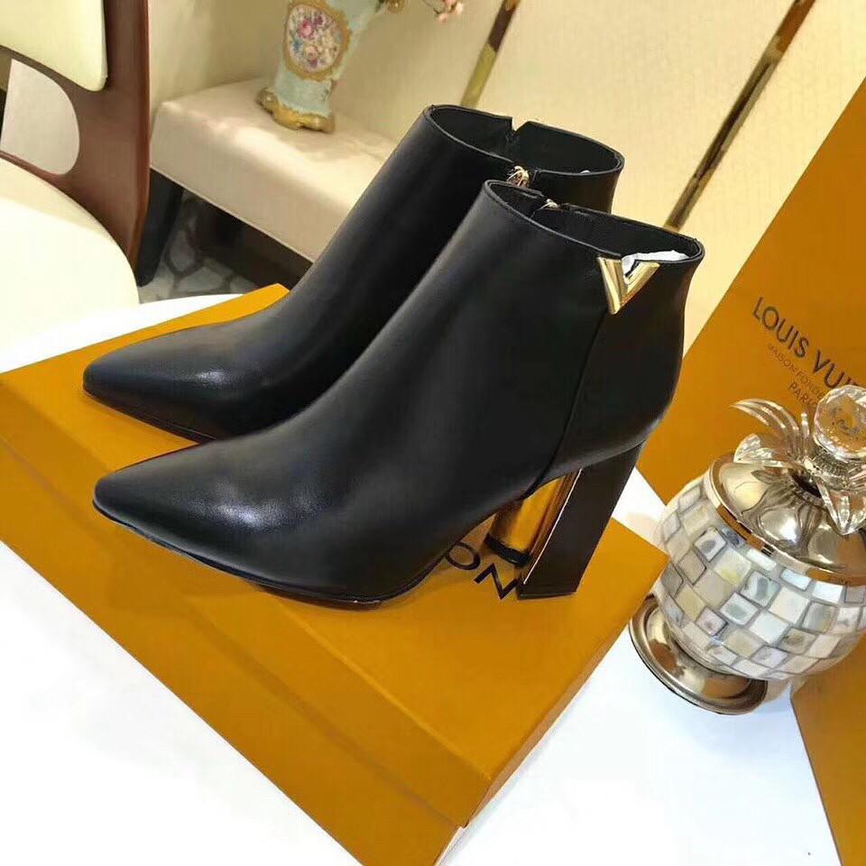 Женские ботинки Louis Vuitton (Луи Виттон) на каблуке со значком бренда 305bf476048