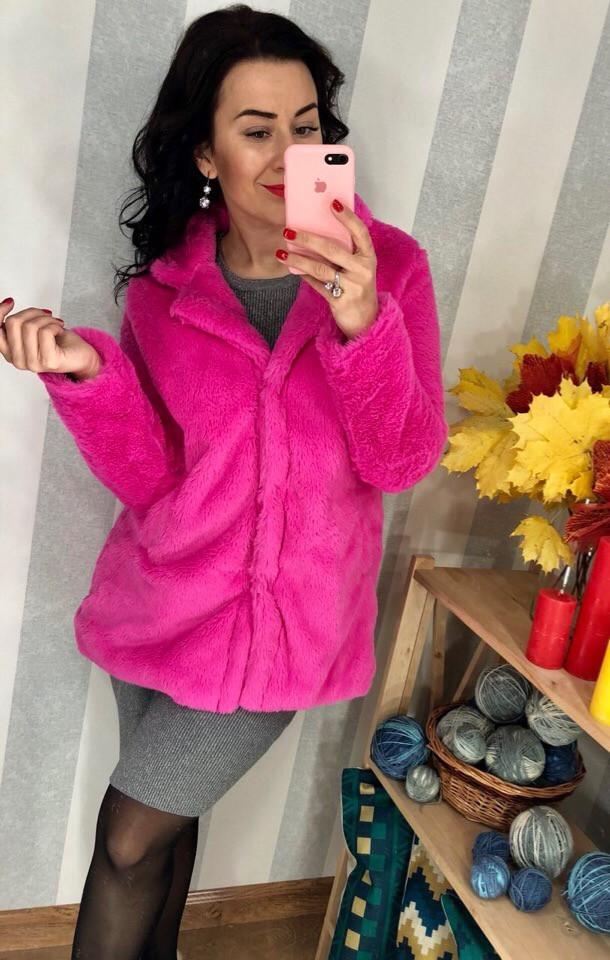 Ярко-розовая шубка из искусственого меха