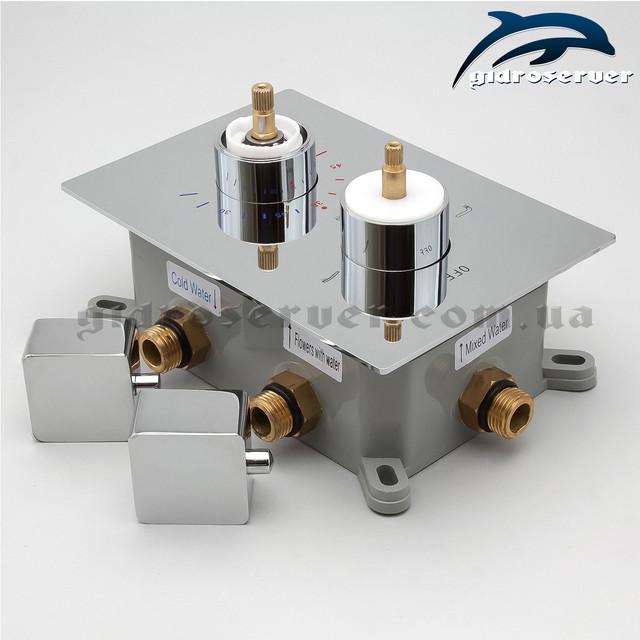 Качественный термостатический смеситель для скрытого монтажа KVTB-03 с квадратным дизайном ручек и декоративной накладки.
